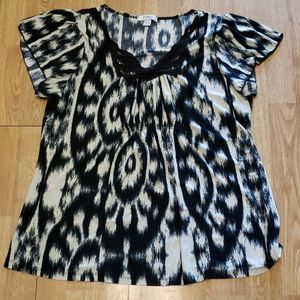 Plus size black/cream ikat abstract pattern top